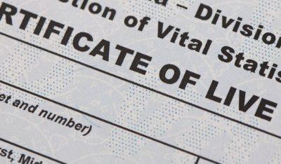 Você sabe como funciona o registro de nascimento no exterior?